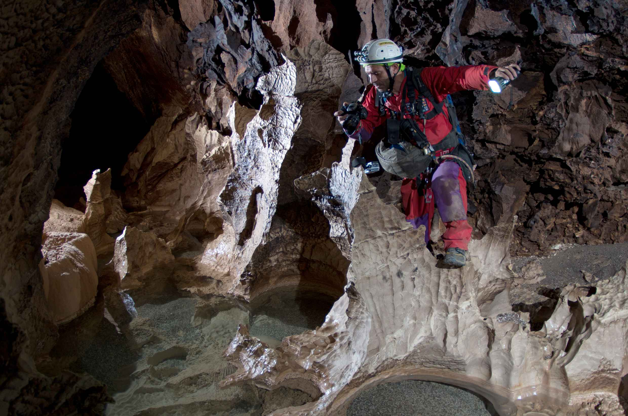 Sirio working inside cave
