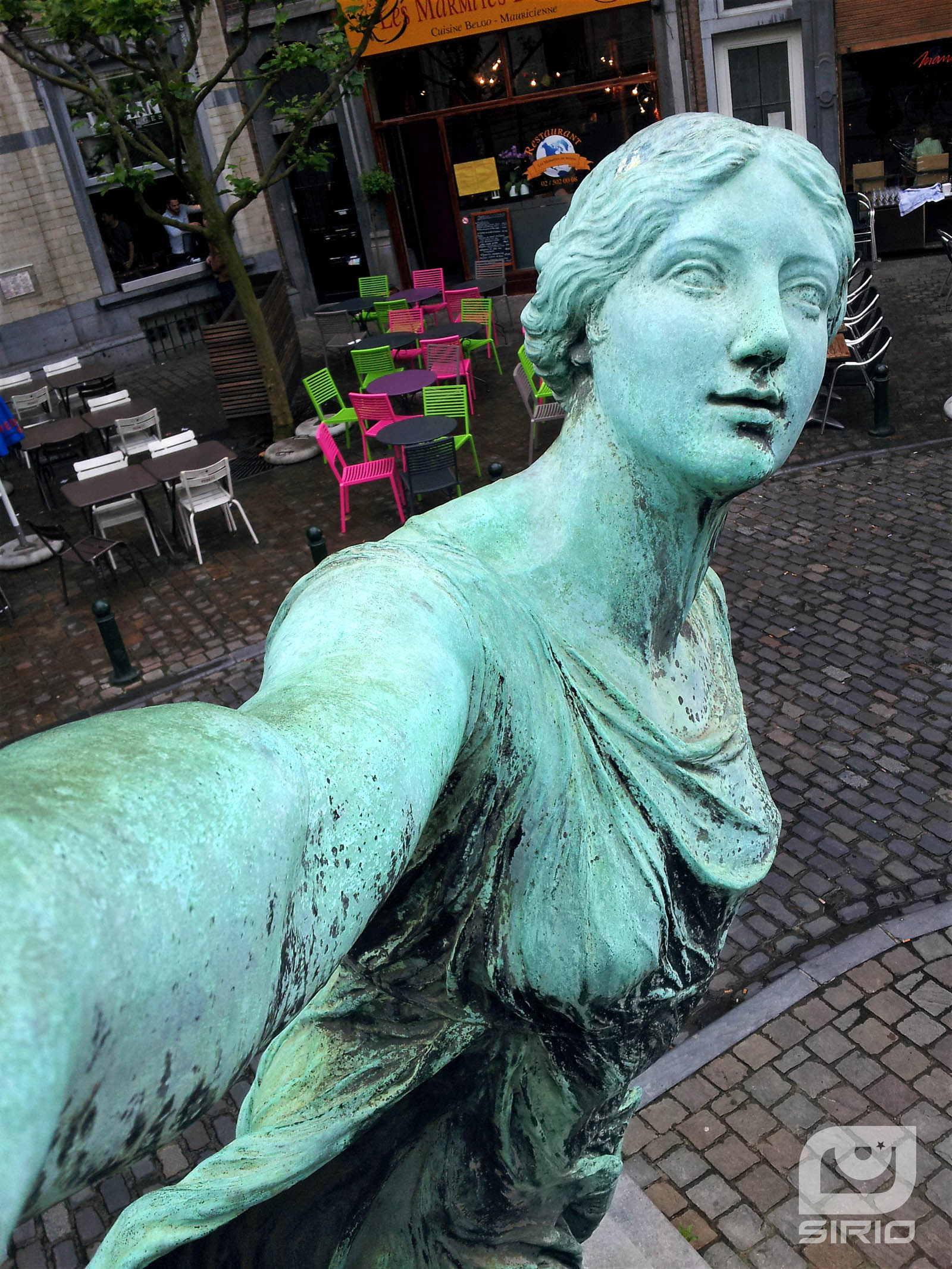 Statuary Selfie girl in front of a pub