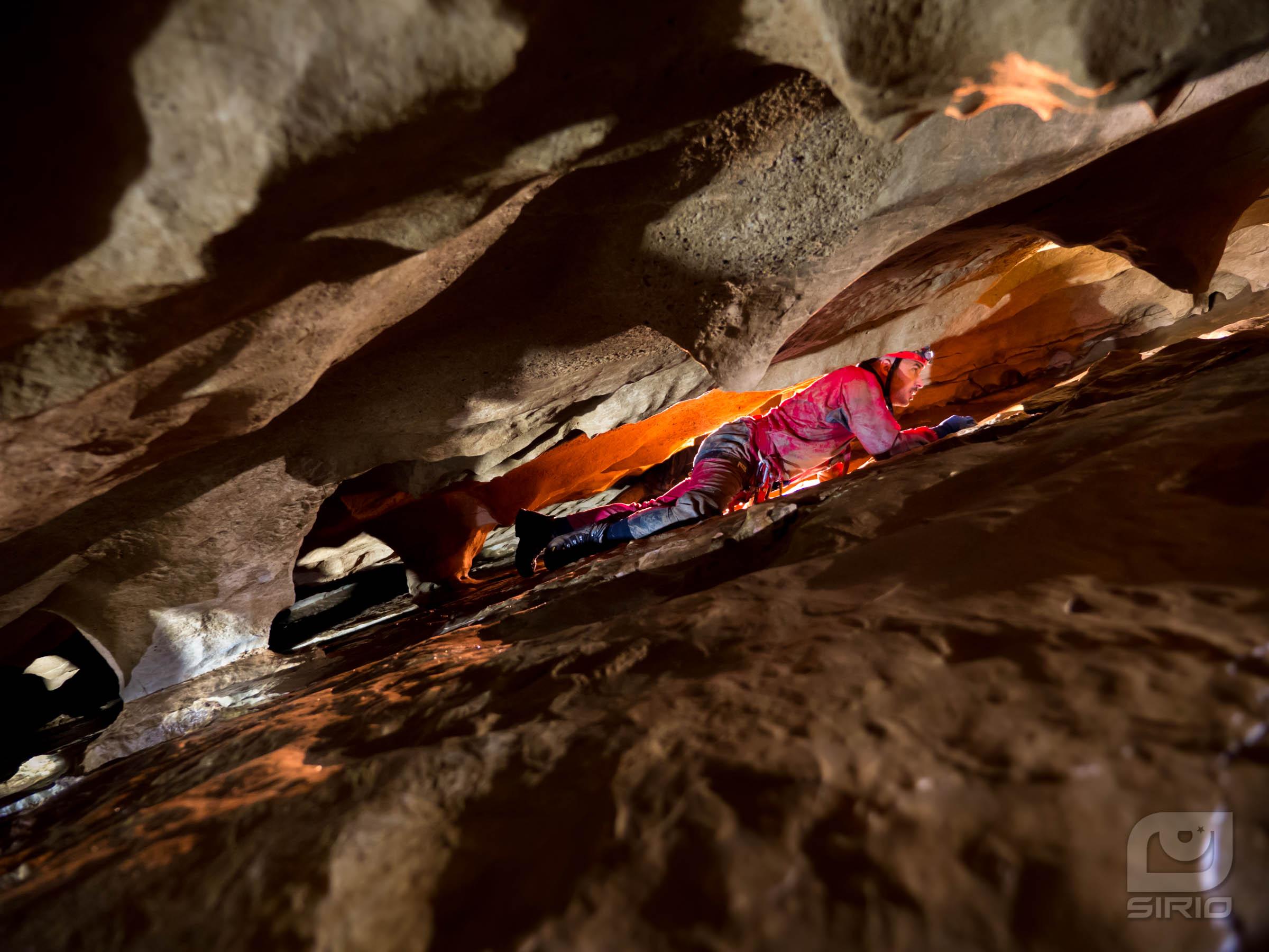 caver crawling
